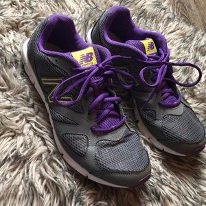 New Balance 635 athletic sneakers size 9